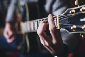 12 Tipps zum Erlernen von Gitarrenakkorden